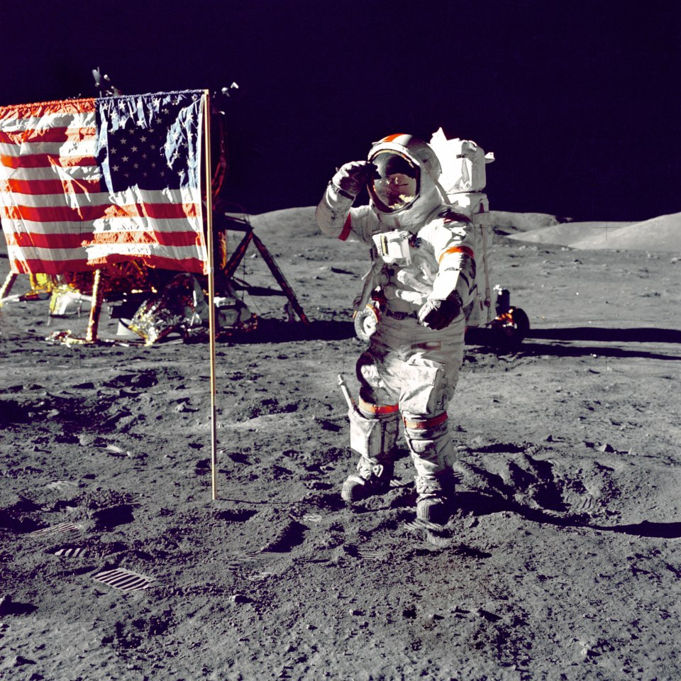 neil armstrong first astronaut on the moon - photo #11