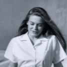 Alicia Silverstone plays Roslyn