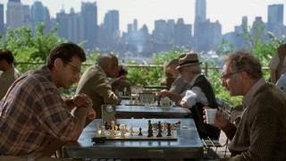 Jeff Goldblum and Judd Hirsch playing Chess as father and son in Independence Day
